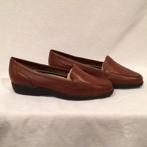 Easy Spirit Brown Loafers